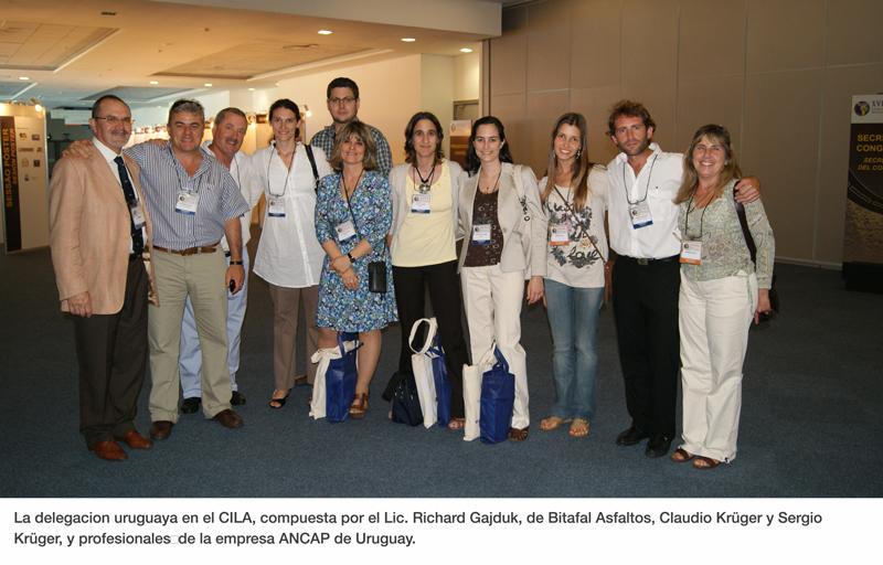 La delegacion uruguaya en el CILA, compuesta por el Lic. Richard Gajduk, de Bitafal Asfaltos, Claudio Krüger y Sergio Krüger, y profesionalesde la empresa ANCAP de Uruguay.