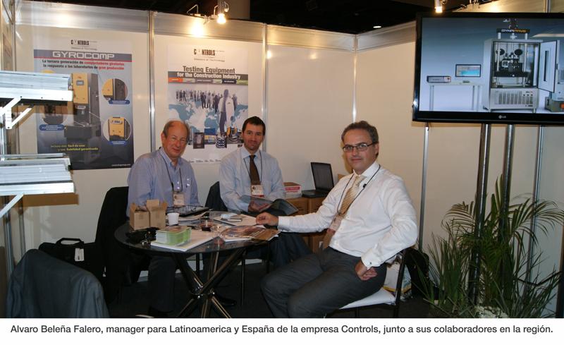 Alvaro Beleña Falero, manager para Latinoamerica y España de la empresa Controls, junto a sus colaboradores en la región.