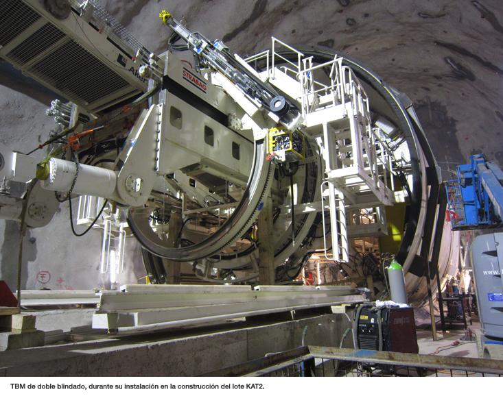 TBM de doble blindado, durante su instalación en la construcción del lote KAT2.