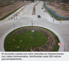 El recorrido cuenta con ocho rotondas en intersecciones con calles transversales, distribuidas cada 200 metros aproximadamente.